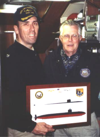 Paul Dillion presents Print of the SSN-723 to its current captain CDR Chris Williams