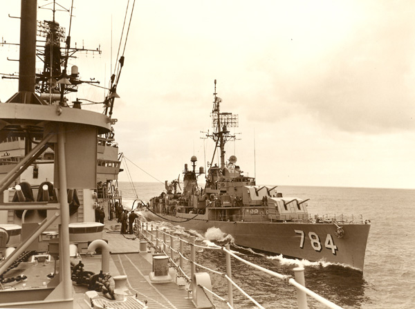 USS McKean (DD-784) taking on go juice from CLG-5 '61(Photo by Nelson Archey PH1)